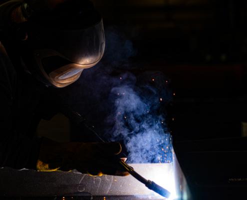 Technische constructies op maat, SMO machinebouwer Lasser aan het werk